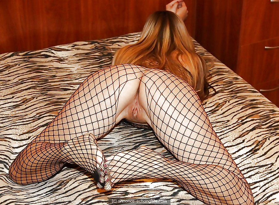 Belle blonde en gangbang sur Paris