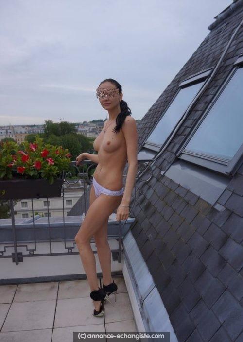 Sexe hard sur les toits de Paris avec couple échangiste